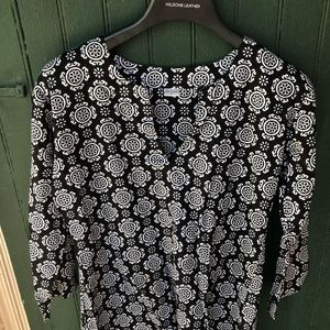 Tops - Cute Black&White Patterned Blouse